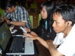 Wisnu, Iz Chita dan Arief Sabkli. Lagi praktek apaan tuh ya di laptop?